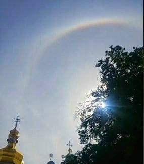 Радужное сияние в киевском небе на Троицу.