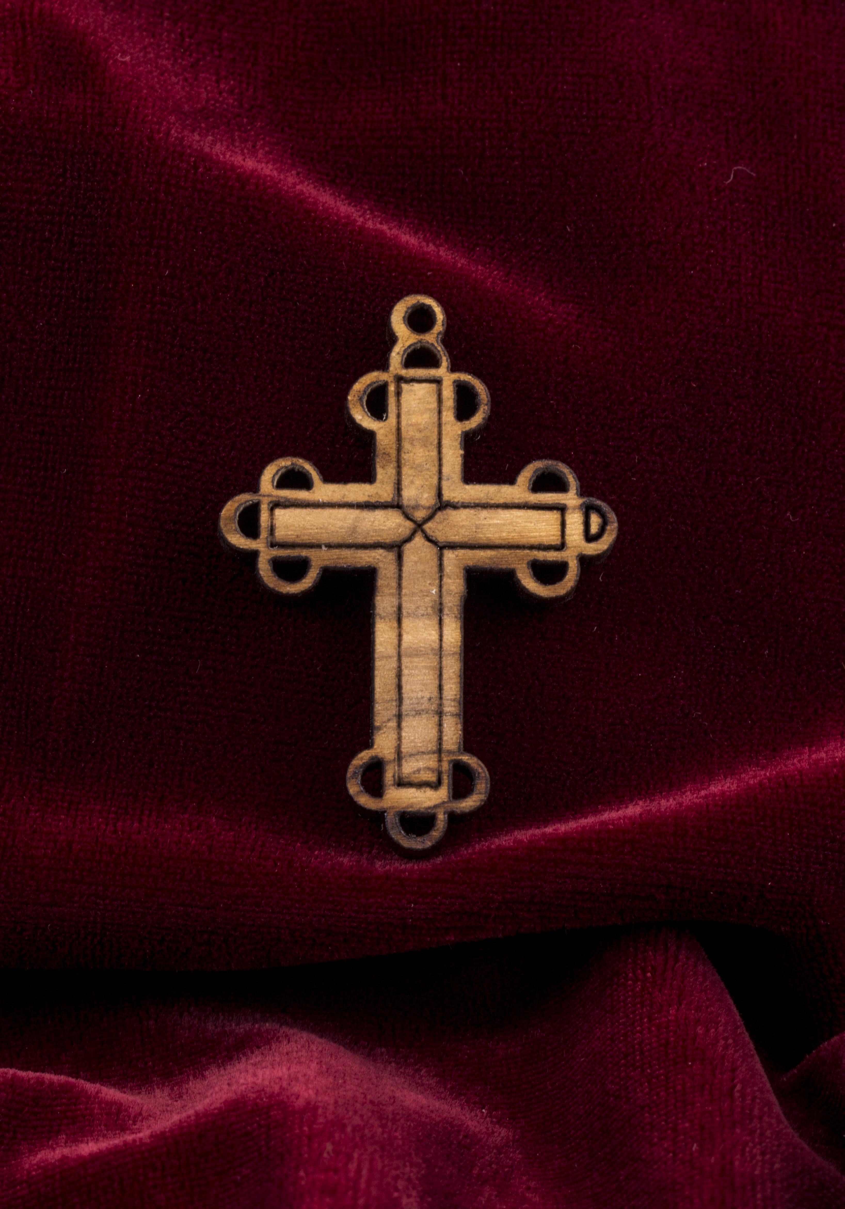 летом католический крест фото будет