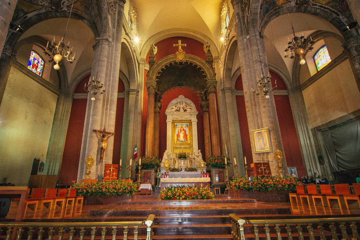 Интерьер главного храма Мексики