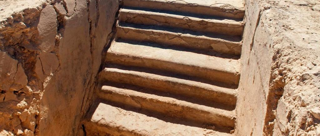 Una de las escaleras del palacio real de la Ciudadela de Maheron